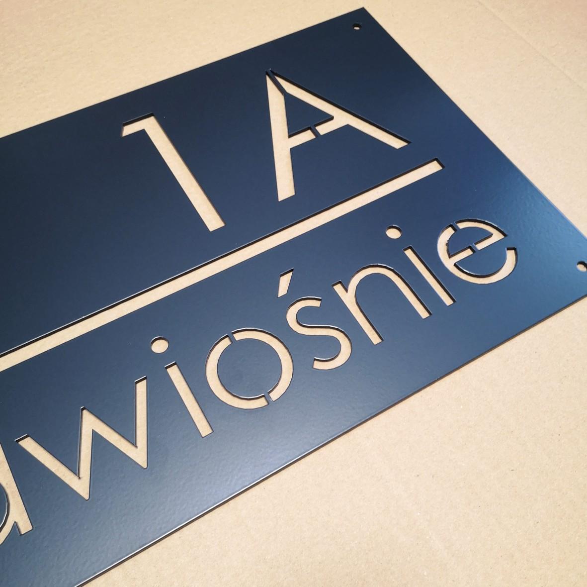 tablica na dom litery wyciete na wylot malowana proszkowo