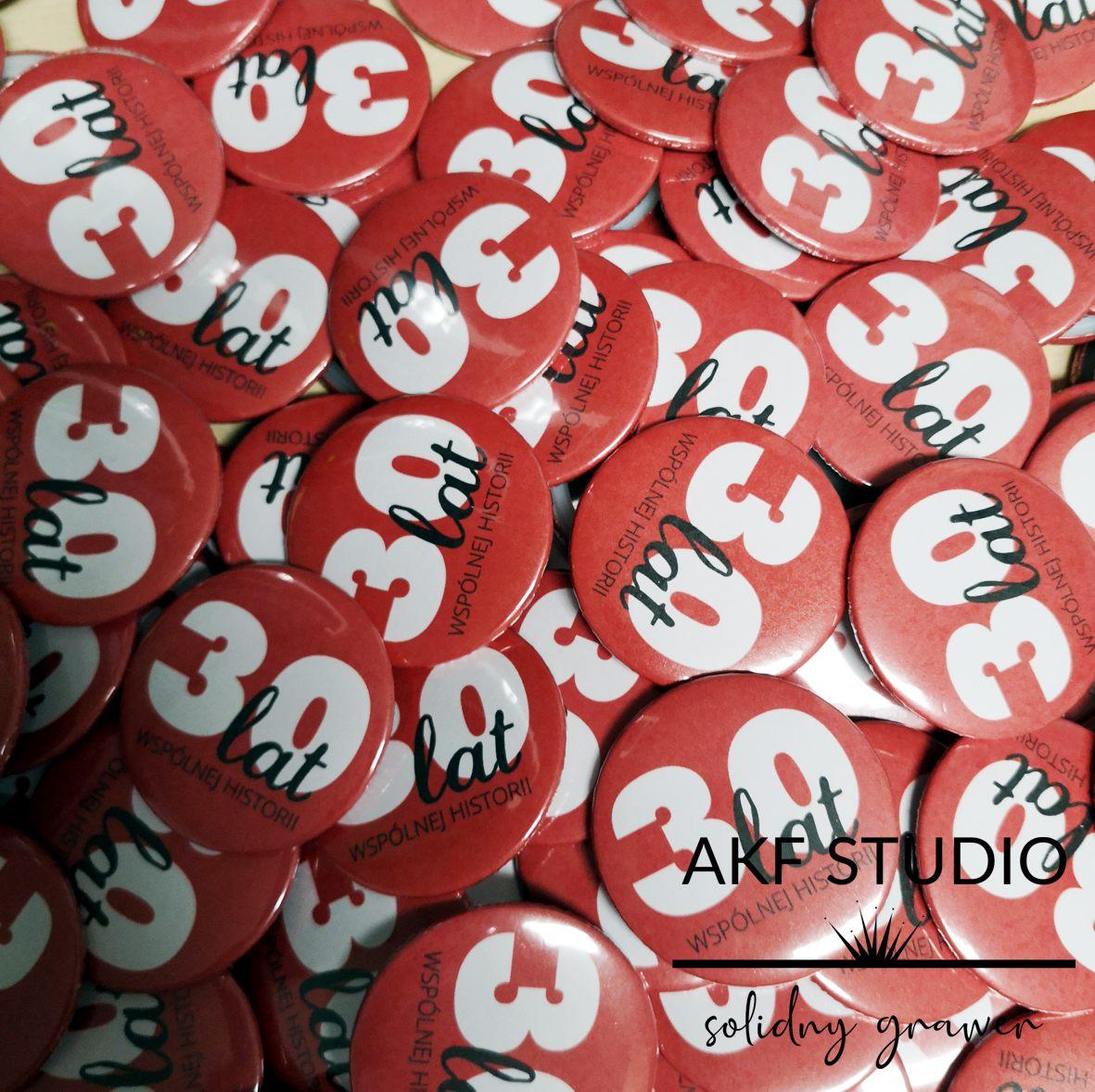 button znaczek okolicznosciowy