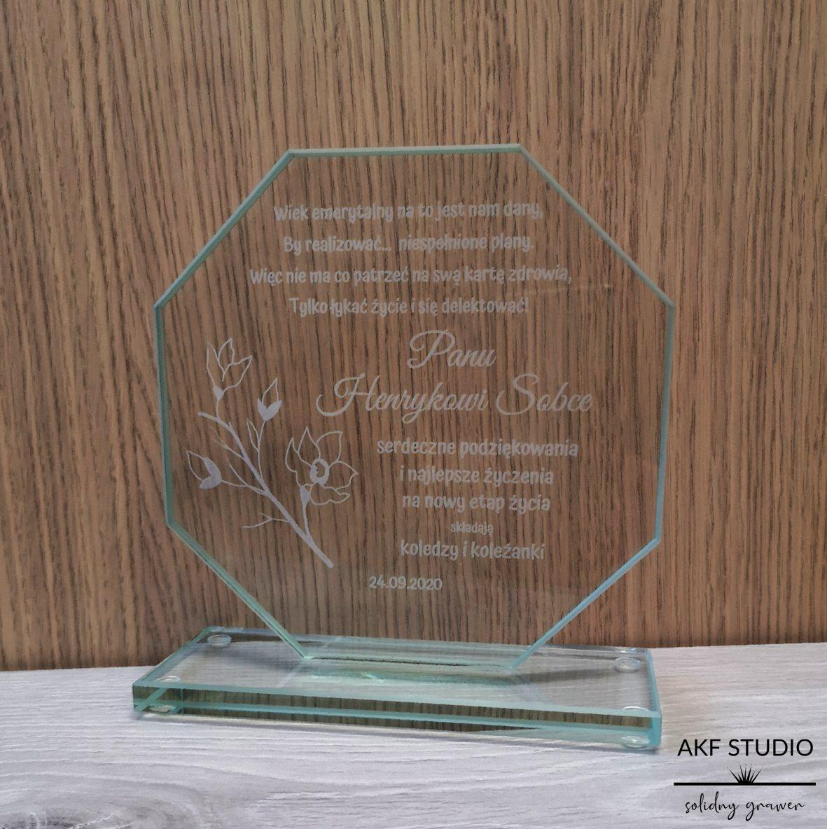 statuetka szklana podziękowanie dla pracownika