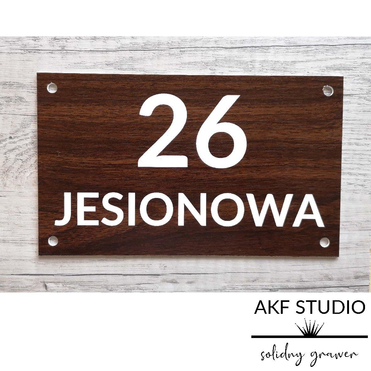 tabliczka grawerowana na dom z numerem szyld