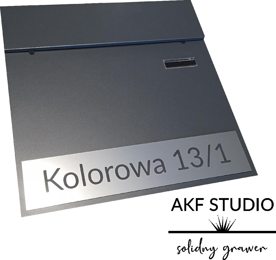 tabliczka z adresem na skrzynke na listy